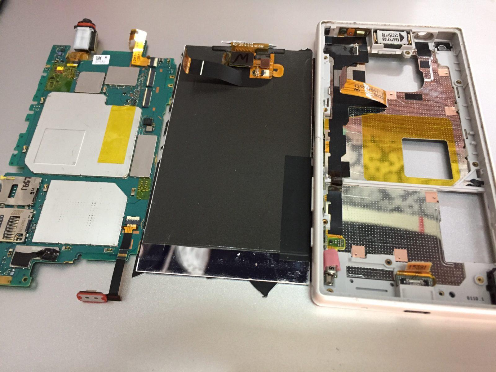 У Xperia z5 compact разбилось стекло. Замена экрана