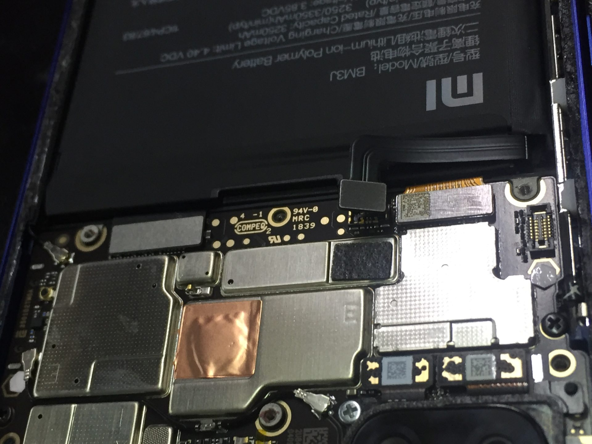 На Xiaomi Mi 8 Lite разбилось стекло - ремонт (разборка и замена дисплея)