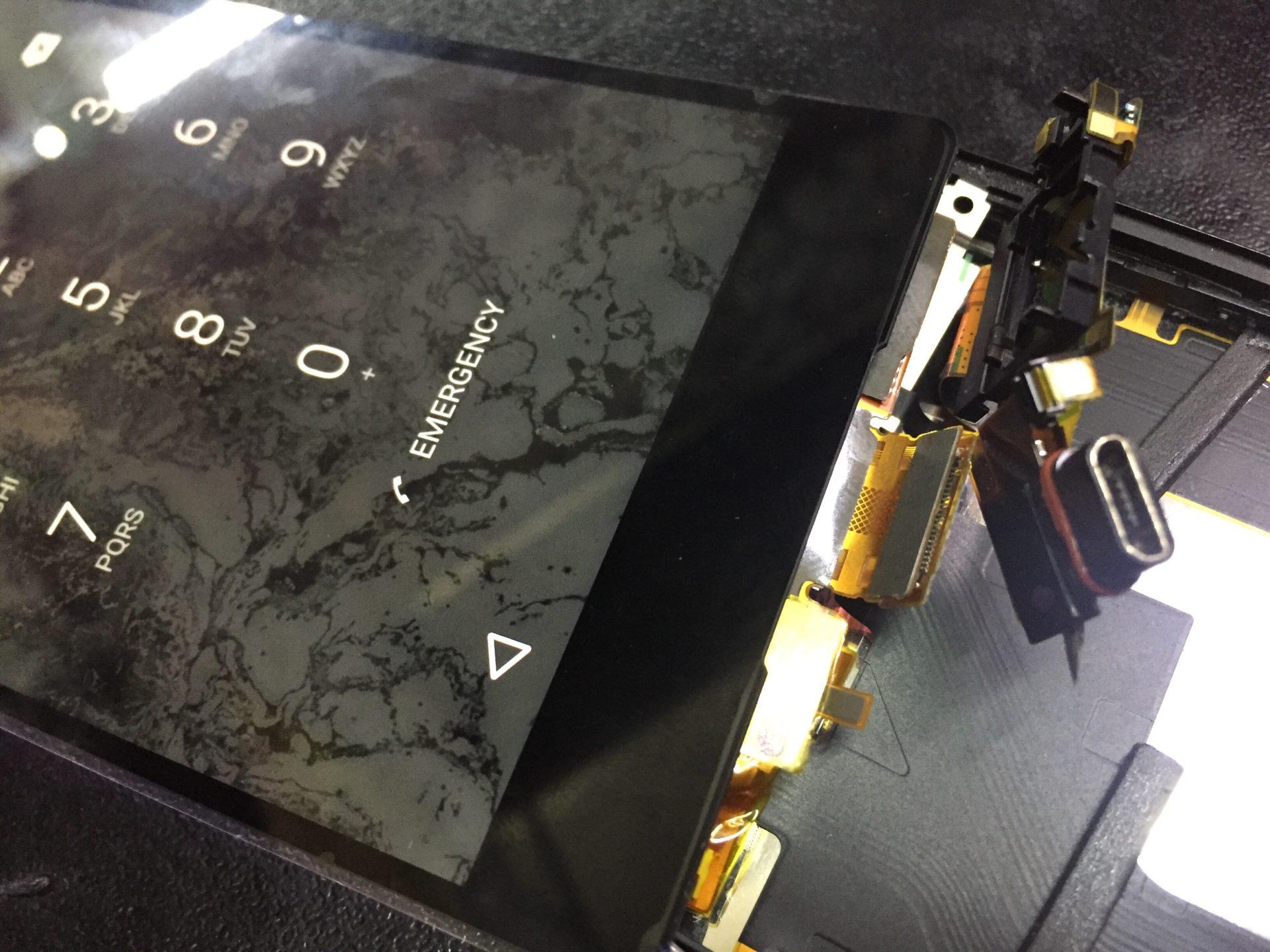 На SONY Z3 Plus разбилось стекло. Замена дисплея