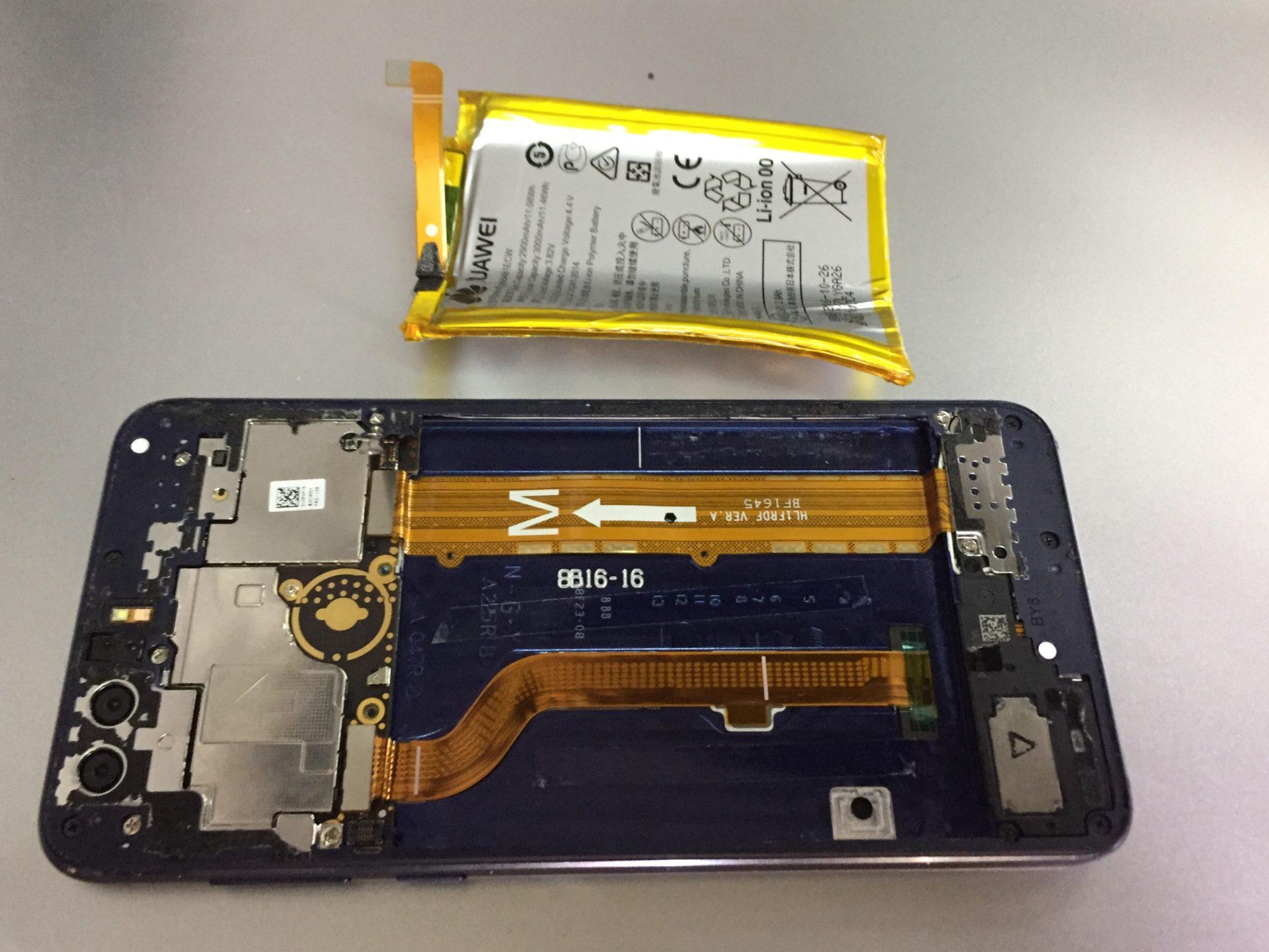 Если Huawei 8 выключается - следует поменять аккумулятор
