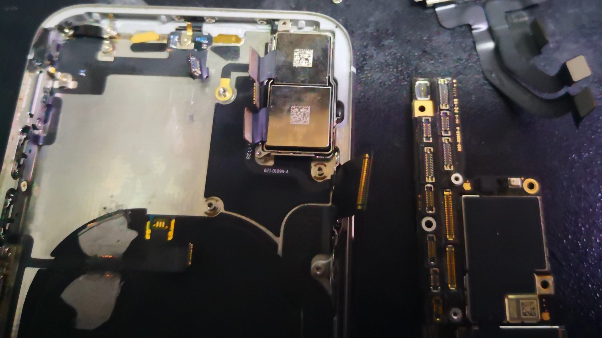 iPhone X - не работают кнопки громкости. Замена шлейфа