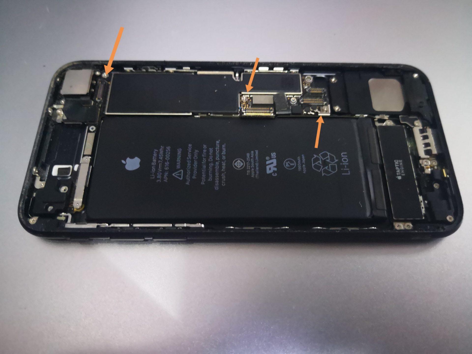 iPhone 7 - замена нижнего шлейфа зарядки и микрофона в картинках